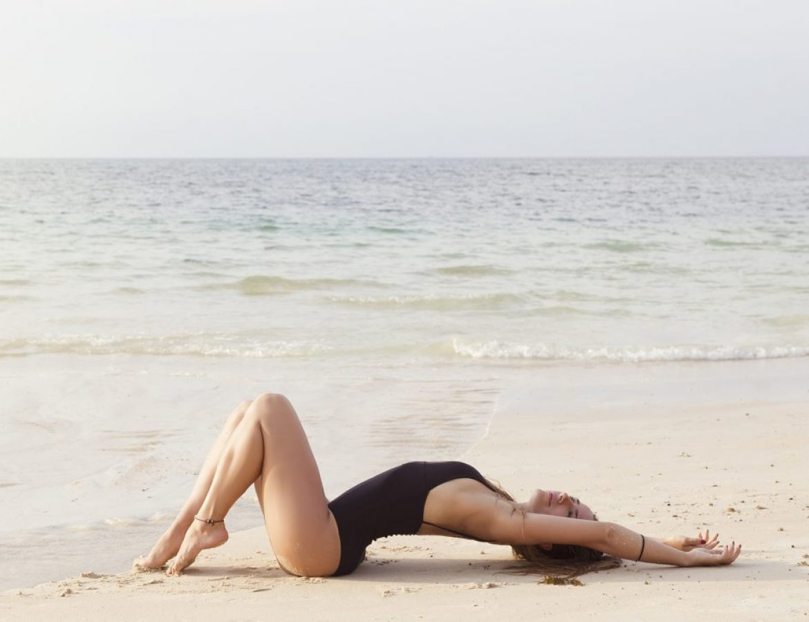 Girl_laying_on_sand