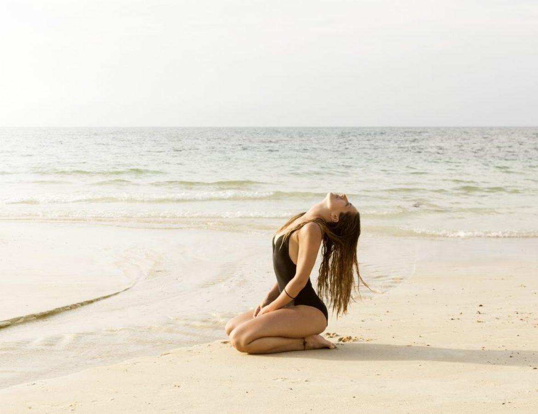 Girl_on_sand
