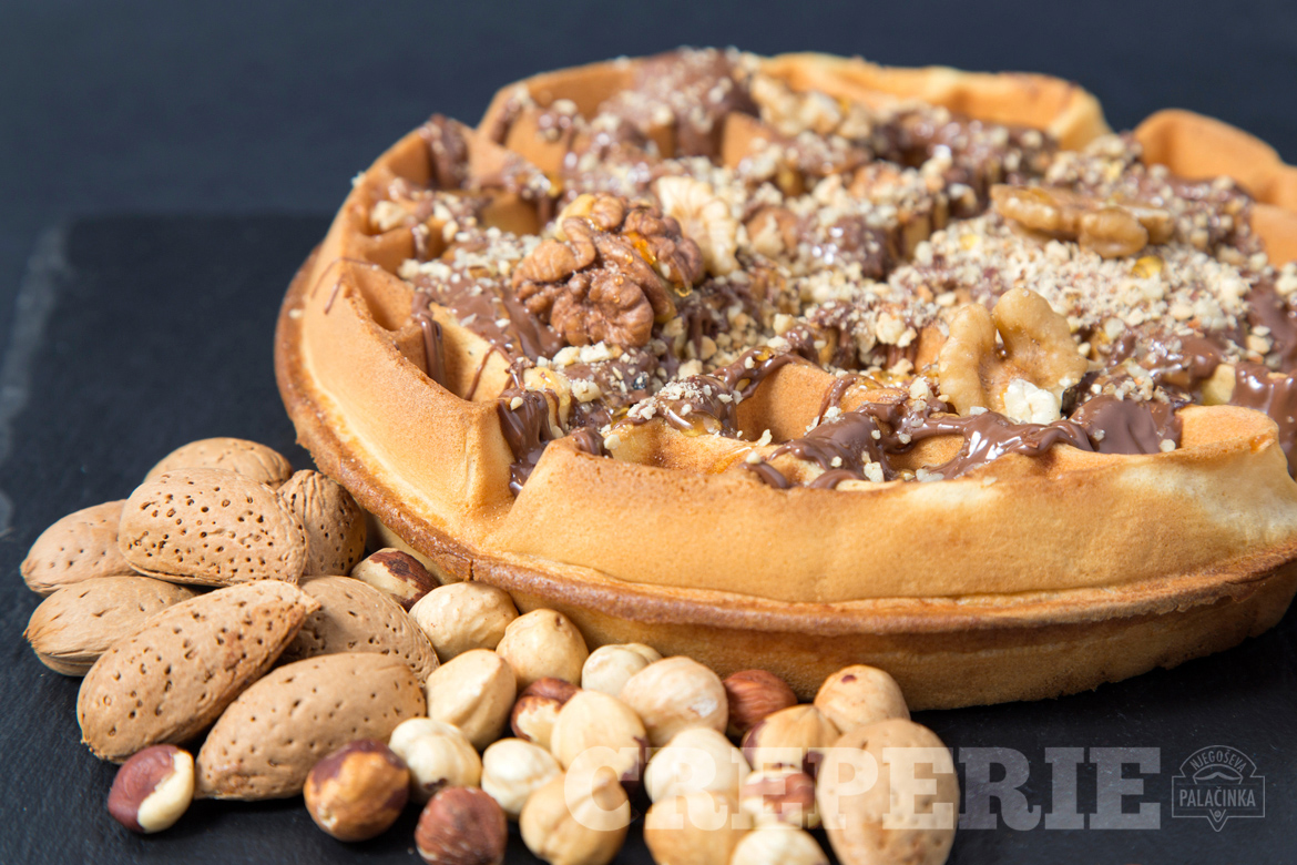 Sweet Waffle with nuts
