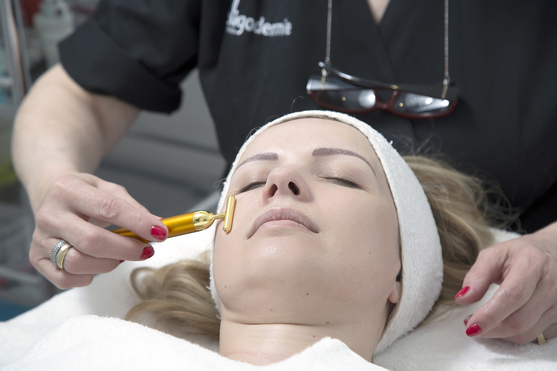 Beauty treatment face massage