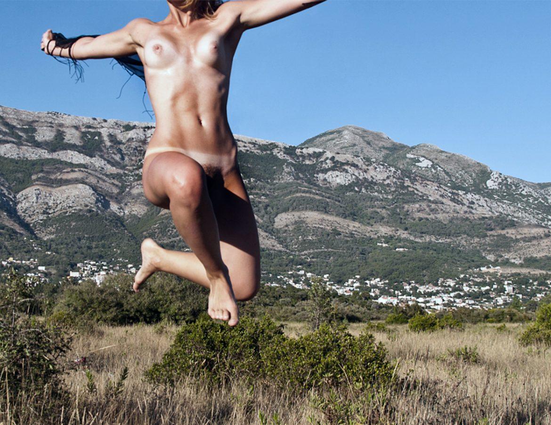 nude firl jumping