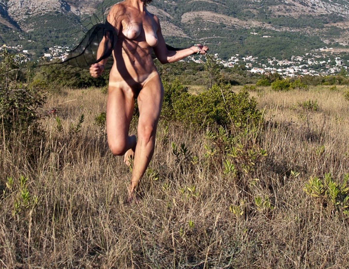 nude girl in field