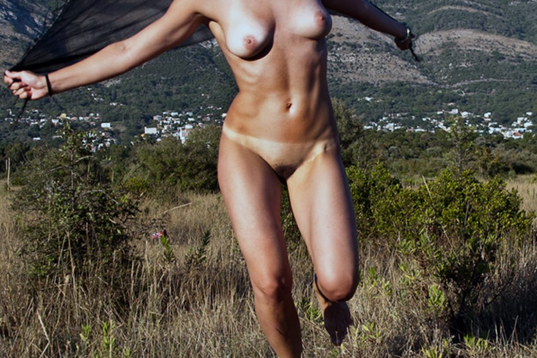 nude girl running