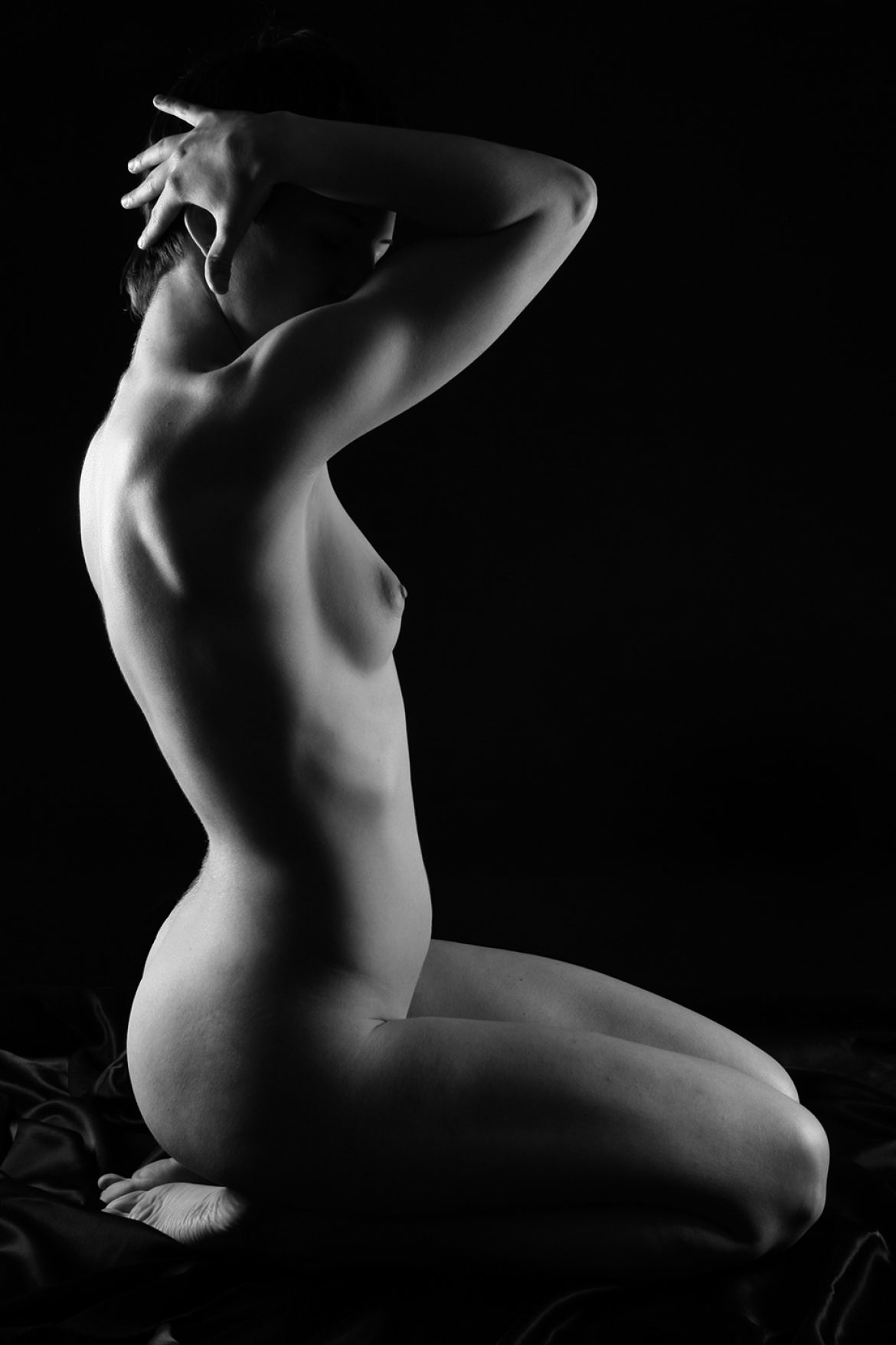 nude girl sitting profile